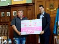 Финансова подкрепа и социален асистент за пловдивските тризнаци