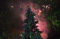 Грейнаха светлините на Коледната елха и празничната украса в Пловдив
