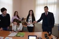 Иван Тотев посрещна в общината кмета за един ден Йолена Гешева и нейните заместници