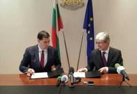 Кметът Иван Тотев и министър Нено Димов подписаха договор за разработване на програма за въздуха