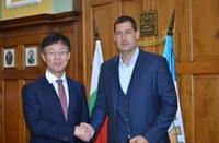 Кметът Иван Тотев и посланикът на Република Корея Джънг Джингю обсъдиха общи проекти