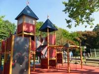 Кметът Иван Тотев откри новата детска площадка на Гребната база