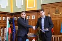 Кметът Иван Тотев подписа договора за благоустрояване коритото на река Марица