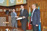 Кметът Иван Тотев подписа договора за електронно таксуване в градския транспорт