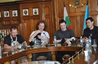Кметът Иван Тотев посрещна в Пловдив култовата рок-група Anathema
