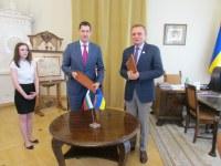 Кметовете Иван Тотев и Андрий Садовий подписаха побратимяването на Пловдив и украинския град Лвов