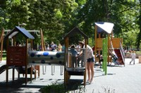 """Модерна детска площадка радва децата в парк """"Белите брези"""" в район """"Южен"""""""
