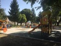 """Модерни площадки за игра радват децата от квартал """"Коматево"""""""