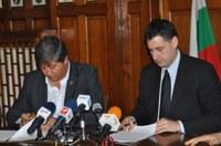 Подписаха договора за концесията на стадиона в Коматево
