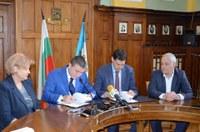 """Подписаха договора за прехвърлянето на държавния дял от """"Свободна зона"""" АД"""