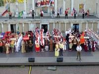 Пред многохилядна публика на Античния театър кметът Иван Тотев откри Международния фолклорен фестивал