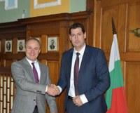 Съвместни културни проекти обсъдиха посланикът на Румъния Н. Пр. Йон Гълеа и кметът Иван Тотев