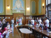 Танцьорите от Международния фолклорен фестивал се срещнаха с кмета