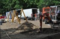 Усилено изграждат модерната детска площадка на Гребната база
