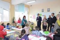 """В ОУ """"Васил Левски"""" кметът инспектира приложението на програмата за модернизация на учебния процес"""