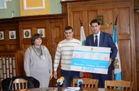 Второ семейство с тризнаци получи от общината  5000 лева и социален асистент