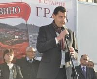 """Започна петото """"Дефиле на младото вино"""" в Стария Пловдив"""